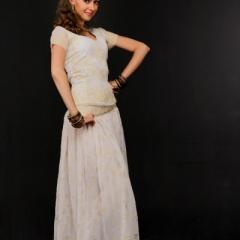 Костюм белый — юбка, чоли, накидка-дупатта в прокат. Залог 1500 руб., прокат 750 руб.