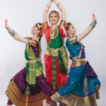"""Индийский танец в классических костюмах от студии """"Чакри"""""""